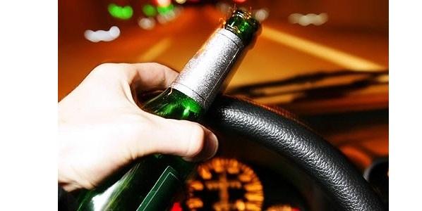 ¿Bebes alcohol cuando conduces?  alcohol + conducción = muerte